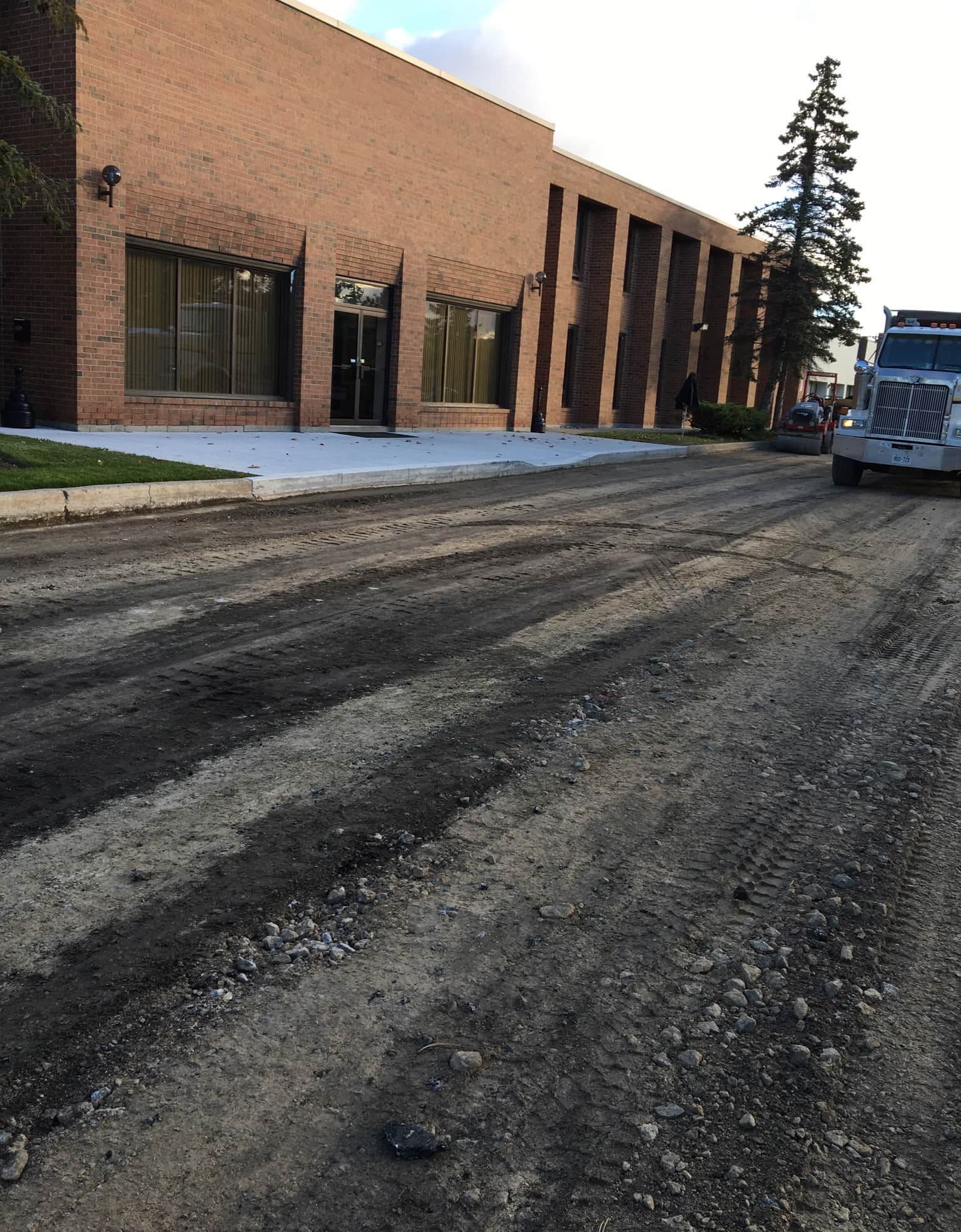 woodbrige-ontario-parking-lot-paving-marycroft